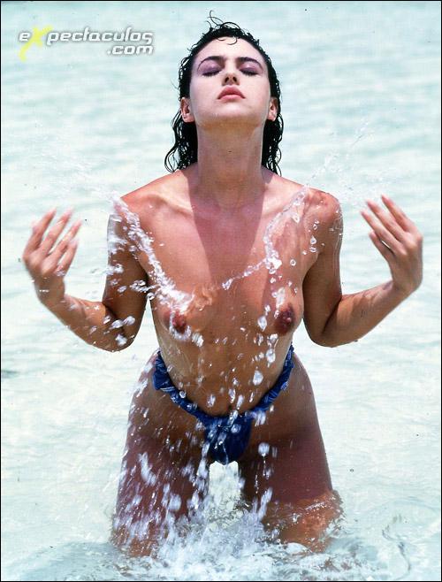 Monica Bellucci desnuda de joven