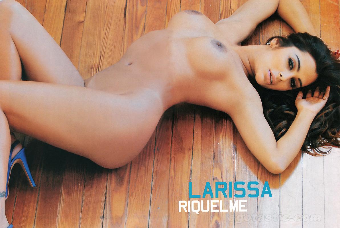 Larissa Riquelme desnuda enseñando peluche
