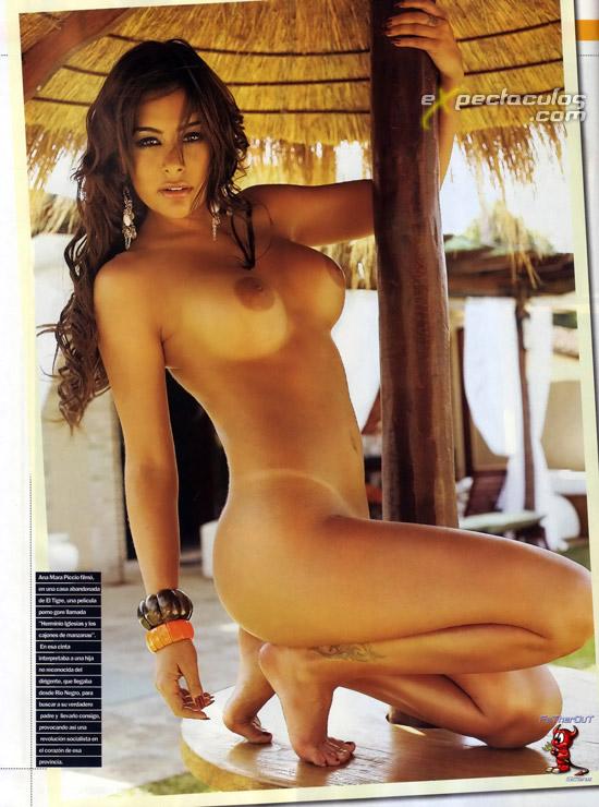 Larissa Riquelme desnuda