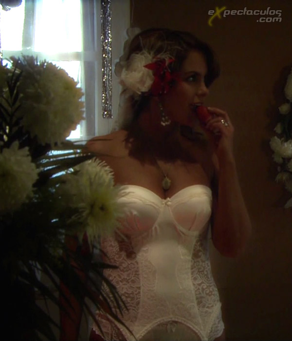 Lucero en liguero noche de bodas