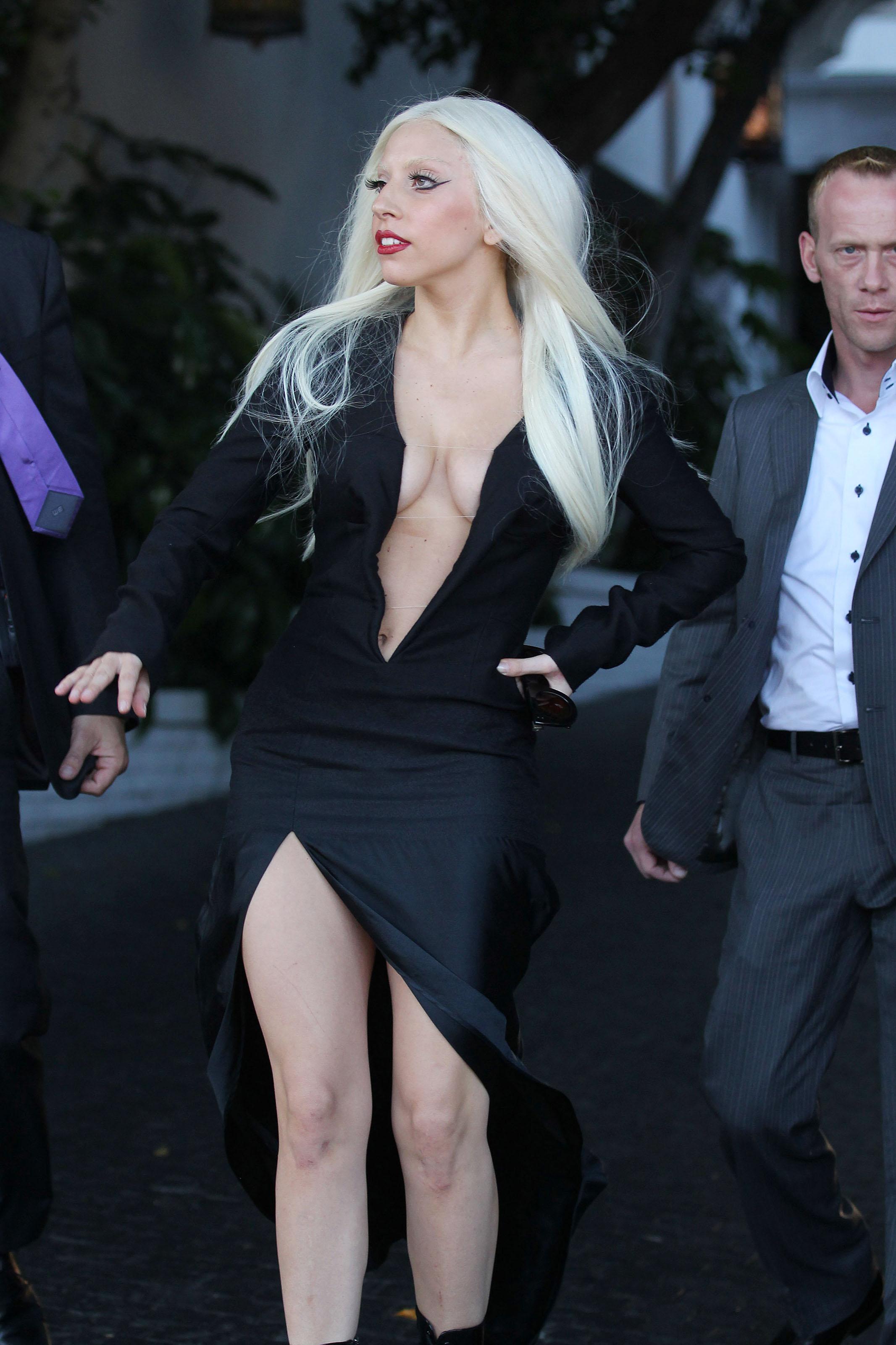 Lady Gaga escote