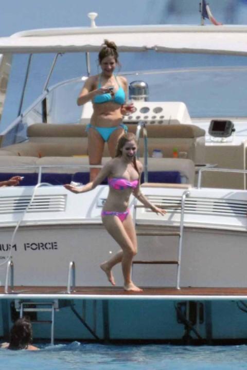 Avril Lavigne en bikini