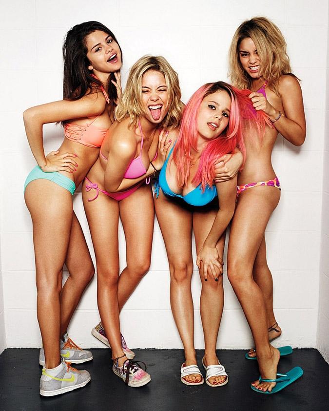 Vanessa Hudgens, Selena Gomez, Bikini