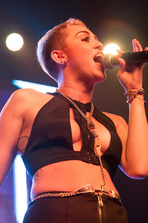 Miley Cyrus sexy concert
