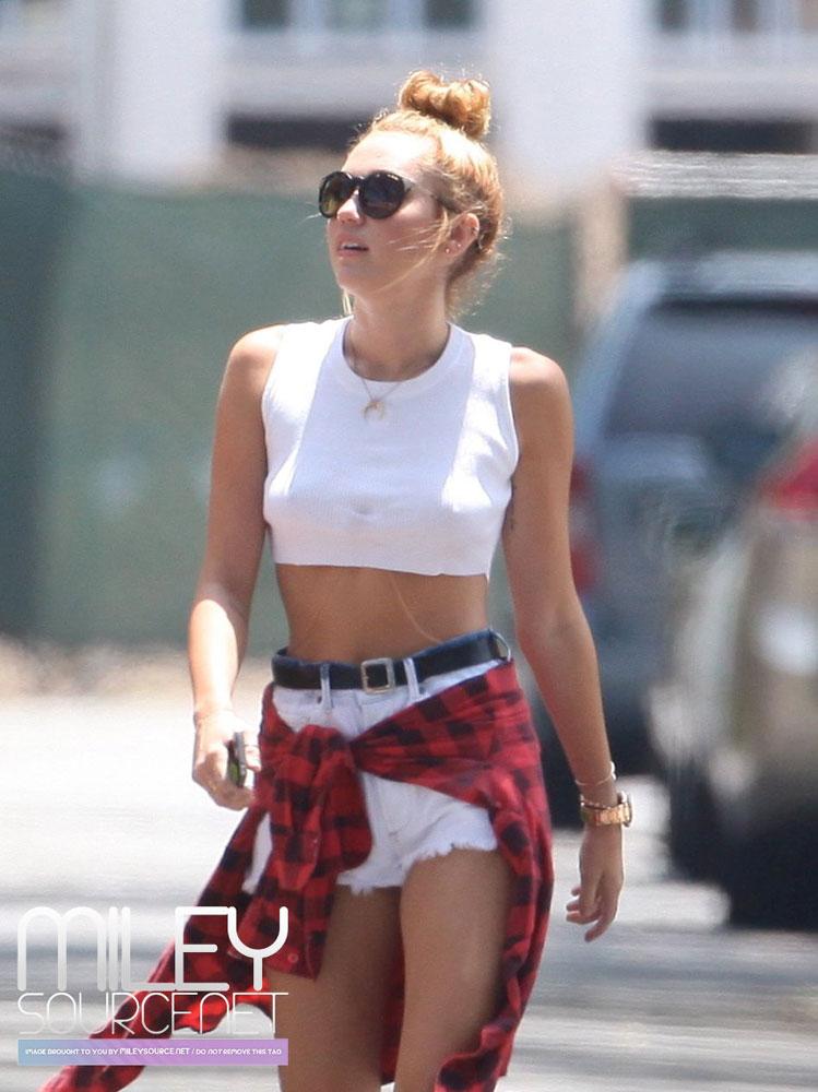 Miley Cyrus ropa interior