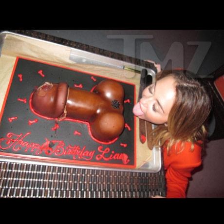 Miley Cyrys licks Liams asshole