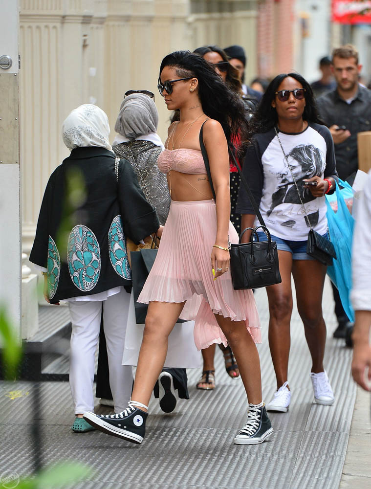 Rihanna top transparente