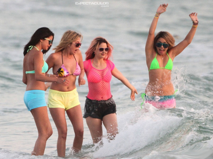 Selena Gomez y Vanessa Hudgens en Spring Breakers