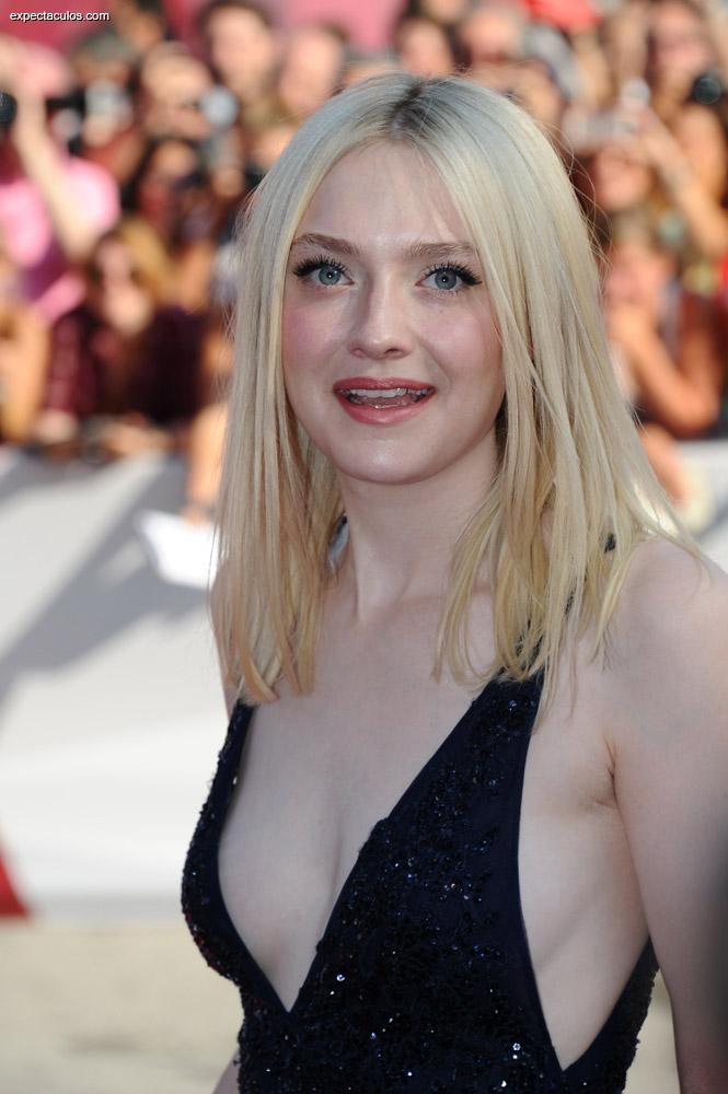Dakota Fanning en la alfombra roja del festival de Venecia ~ Hot ...