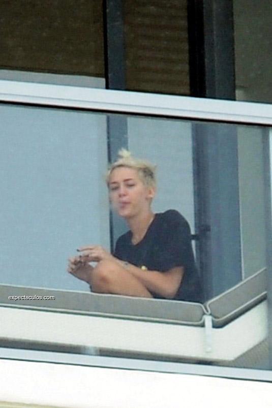 Miley Cyrus smoking marihuana