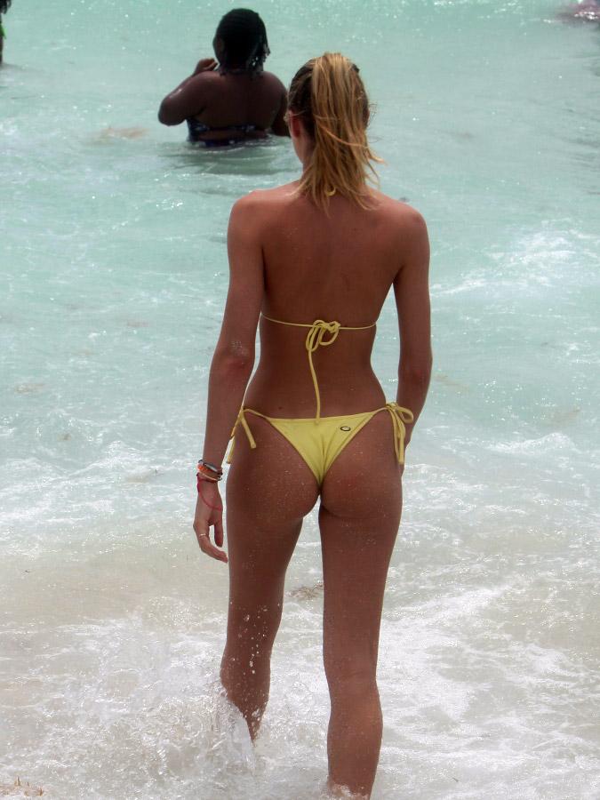 Candice Swanepoel bikini ass