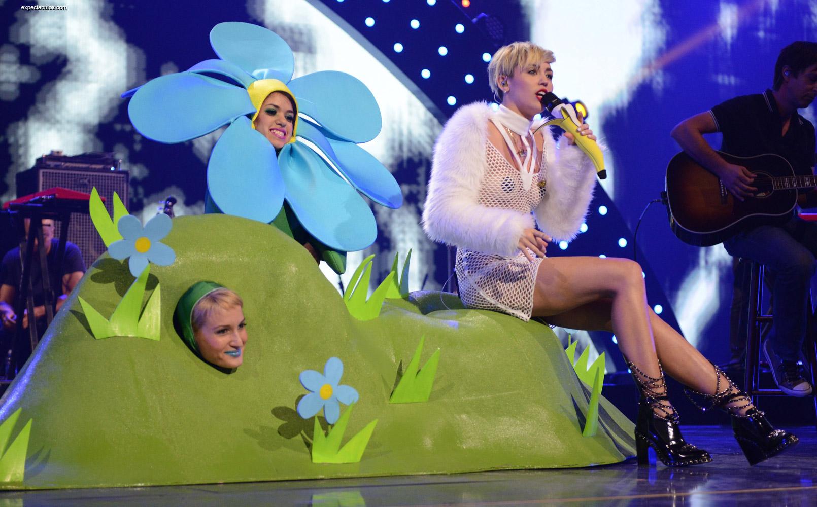Miley Cyrus I Heart Music Awards