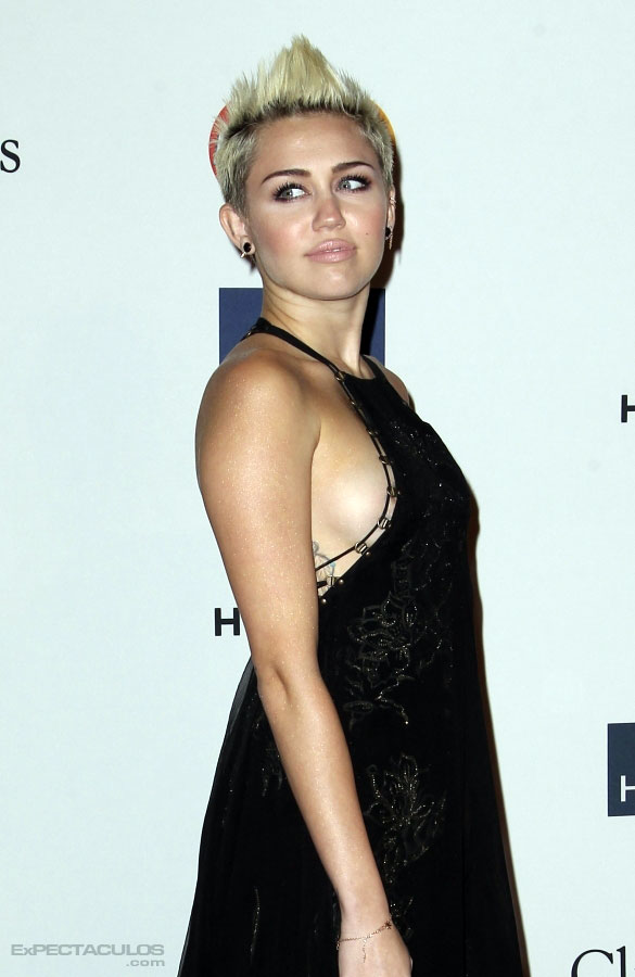 Miley Cyrus sideboob