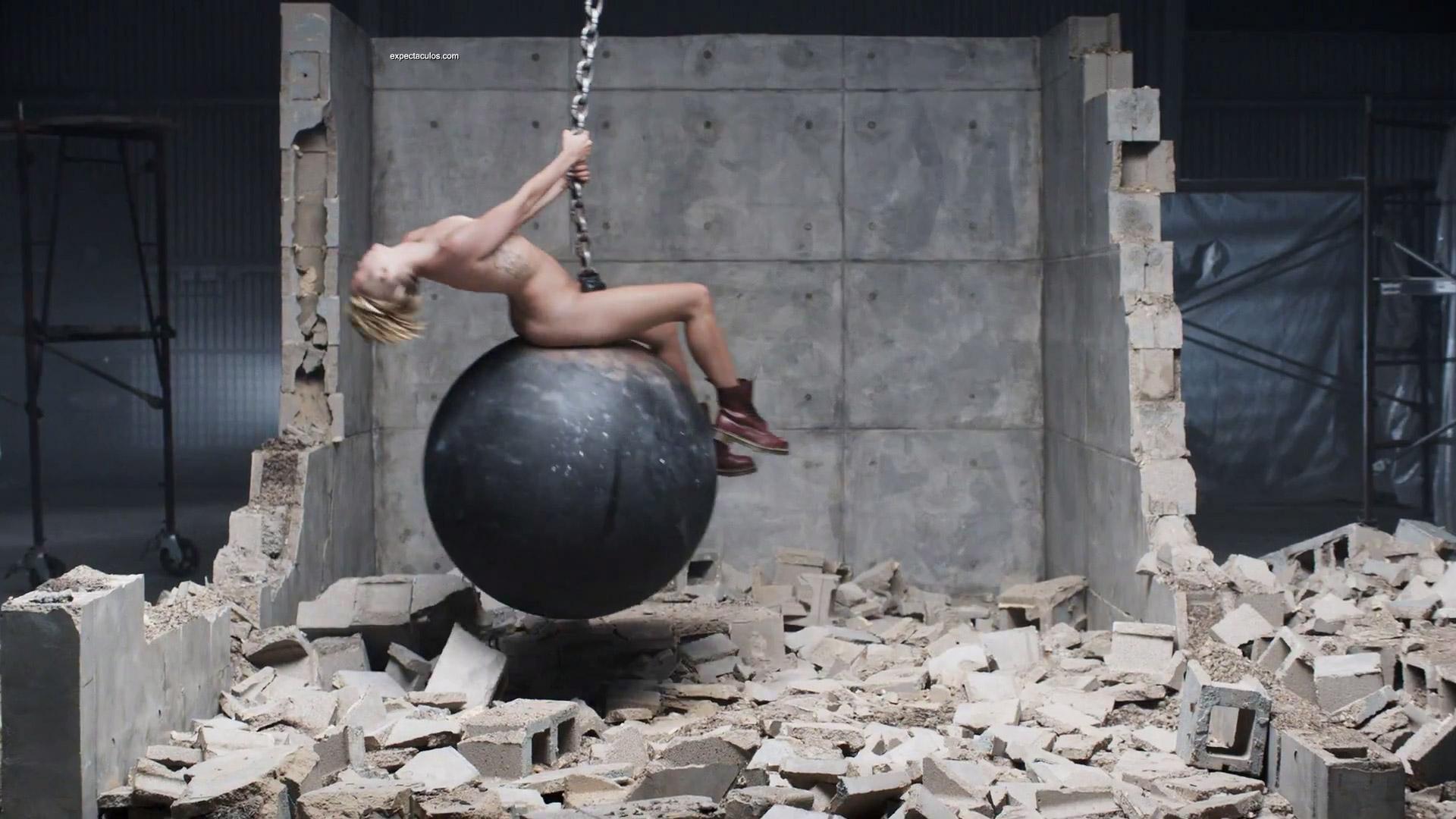 Miley Cyrus Naked Wrecking Ball