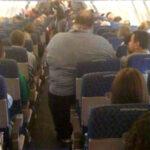 Bajan del avion al director Kevin Smith