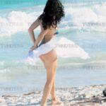 Barbara Mori captada en bikini con Beto Cuevas