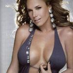 Liz Vega poso para Playboy