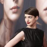 Anne Hathaway enseña de mas por accidente
