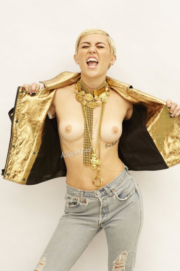 Miley_topless_outtake