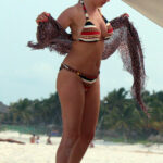 Fotos de Kelly Brook asoleandose en Cancun topless
