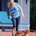 Joanna Krupa juega con su perro!