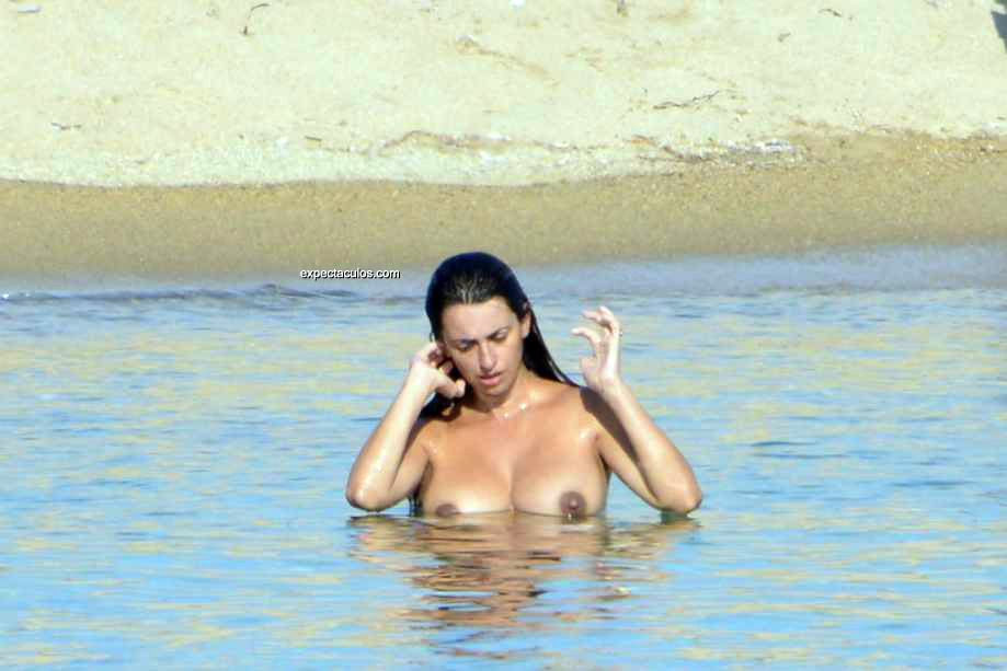 penelope-cruz-topless5