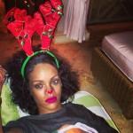 Asi se vistio Rihanna para las fiestas navideñas