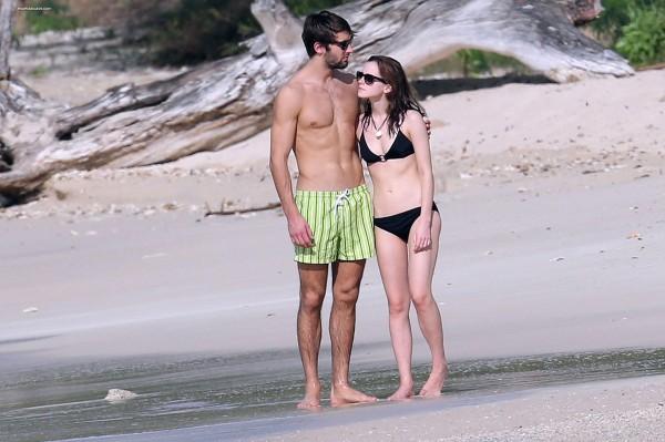 Emma-Watson-and-Matthew-Janney-on-holiday-3005769