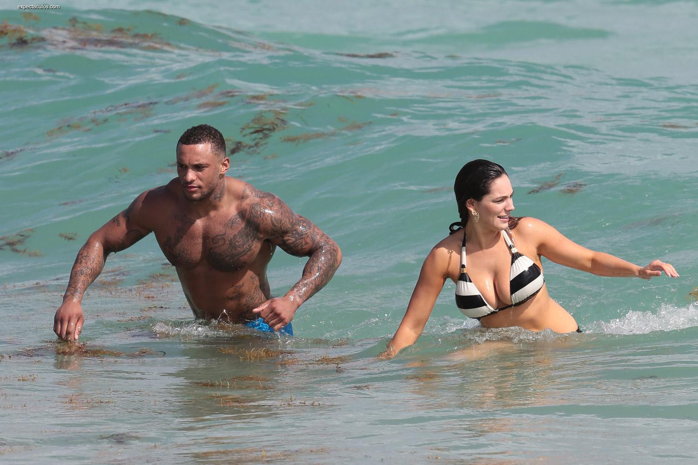 Brook quema fotos en bikini