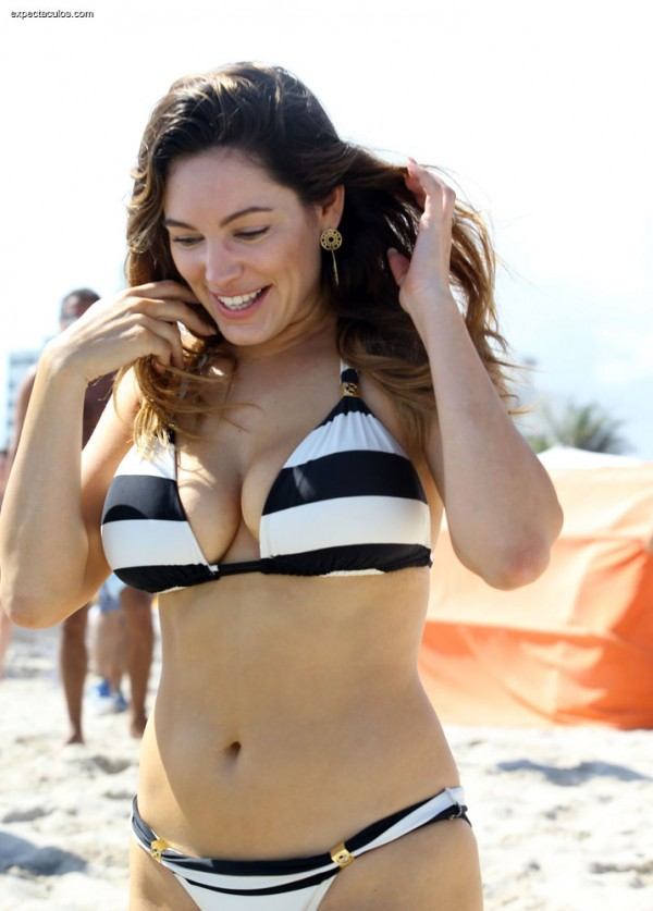 Kelly_Brook_bikini2