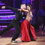 Danica McKellar bailando en Dancing with The Stars