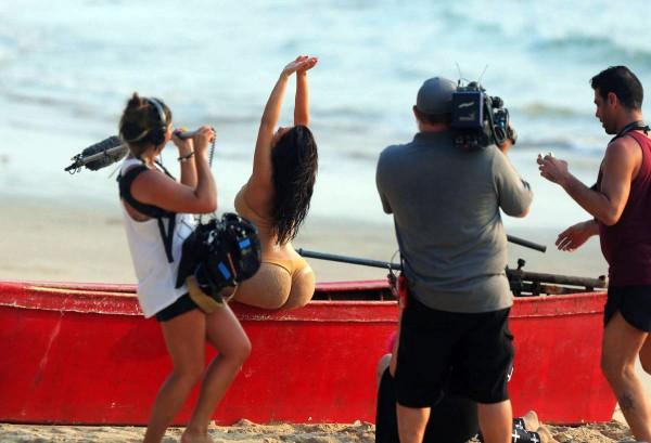 Kim-Kardashian-Thailand-10