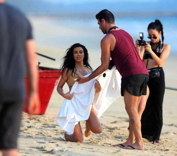 Kim-Kardashian-Thailand-12