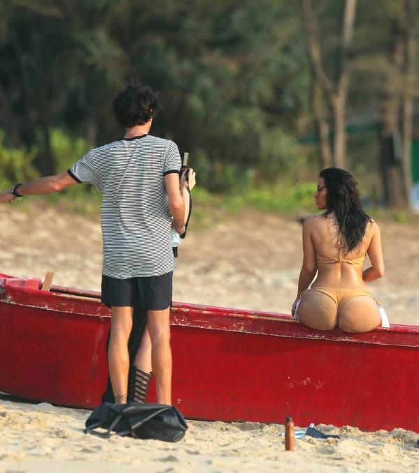 Kim-Kardashian-Thailand-3