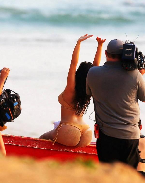 Kim-Kardashian-Thailand-7