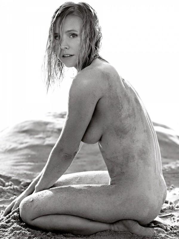 Kristen-Bell-Allure