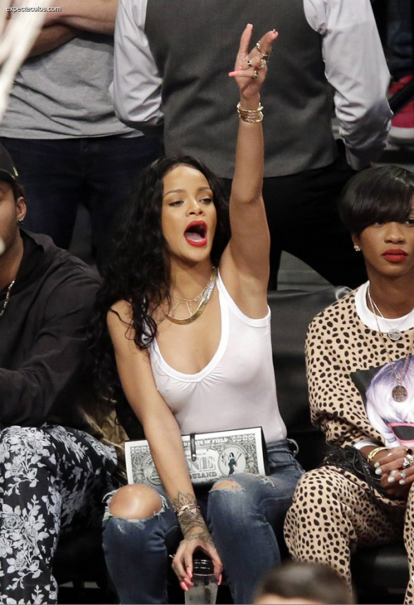 Rihanna_nba_game3