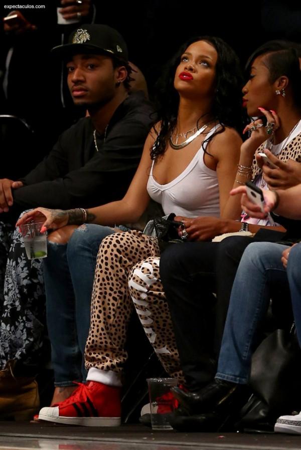 Rihanna_nba_game8