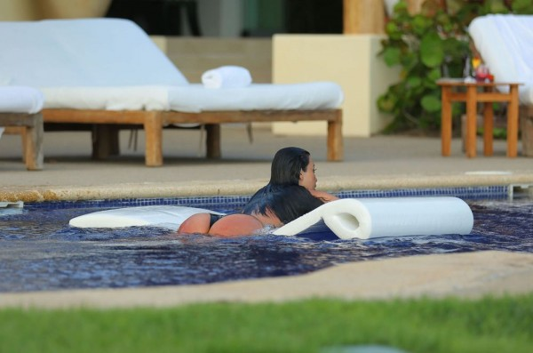 kim-kardashian-wet-20