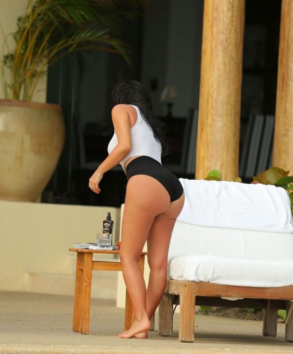 kim-kardashian-wet-24