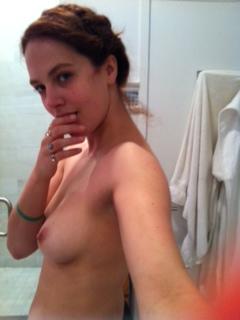 Jessica-Brown-Findlay_leak4