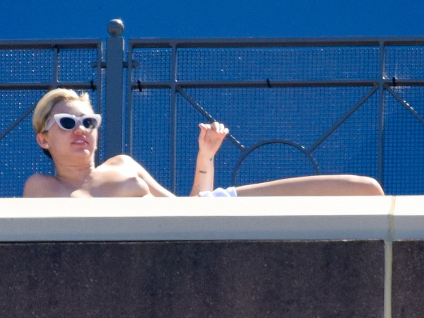 Miley-Cyrus-Sunbathes-Topless-on-a-Hotel-Balcony-in-Sydney-08