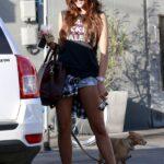 Eiza Gonzalez en shorts