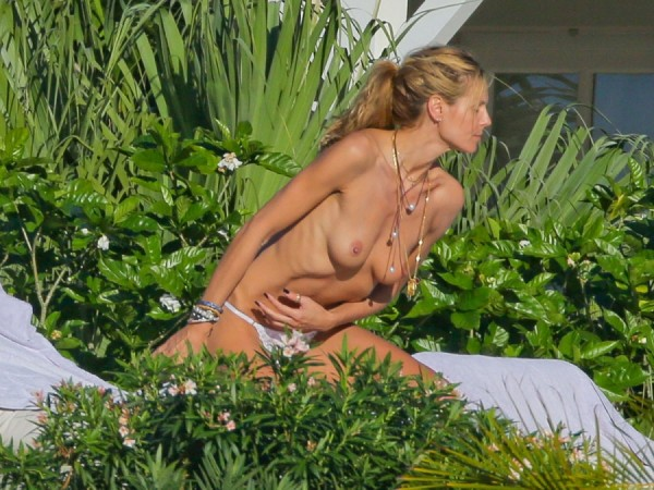 heidi-klum-topless-bikini-vito-schnabel-1229-07-900x675