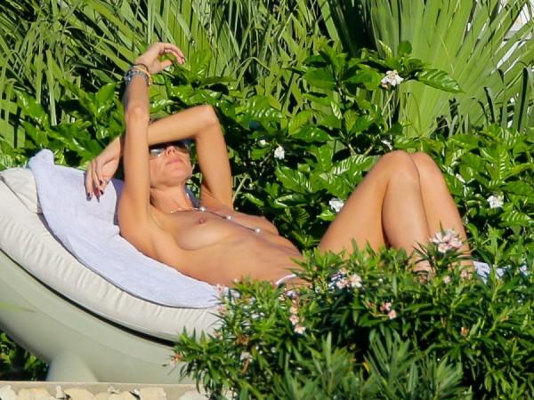 heidi-klum-topless-bikini-vito-schnabel-1229-08-900x675