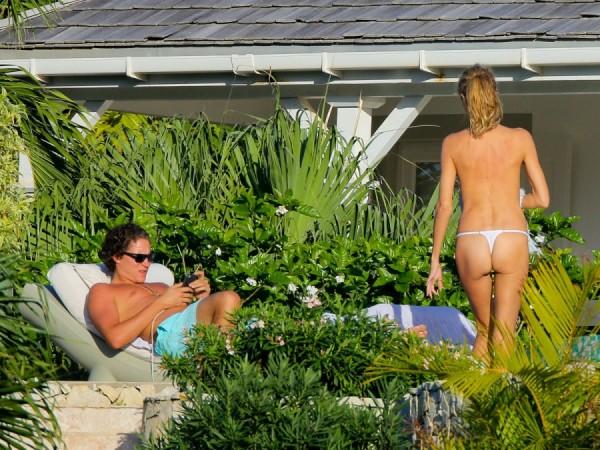 heidi-klum-topless-bikini-vito-schnabel-1229-09-900x675