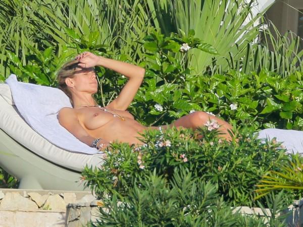 heidi-klum-topless-bikini-vito-schnabel-1229-12-900x675