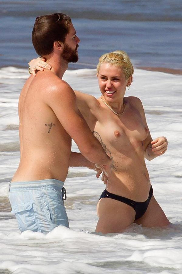 miley-cyrus-topless54