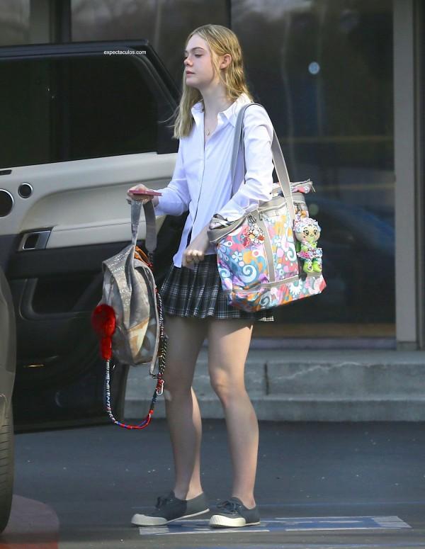 Elle-Fanning-Schoolgirl-4