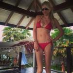 Anna Kournikova bailando en bikini
